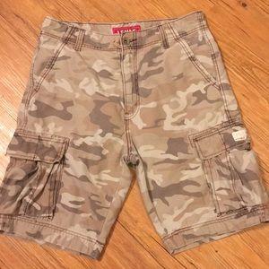 Levi's camo style cargo shorts size 33